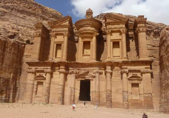 Visiting Petra : One of the World's 7 Wonders